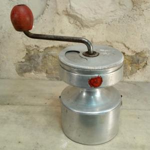 1 moulin a cafe jap