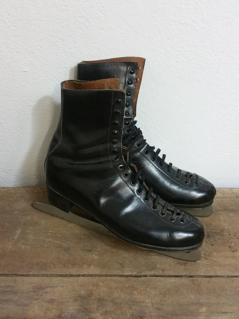 1 paire de patins a glace cuir noir