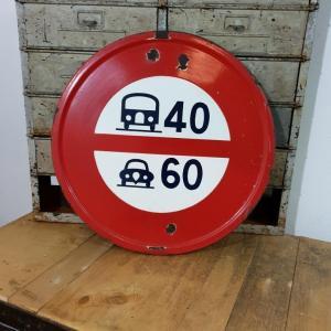 1 panneau limitation de vitesse
