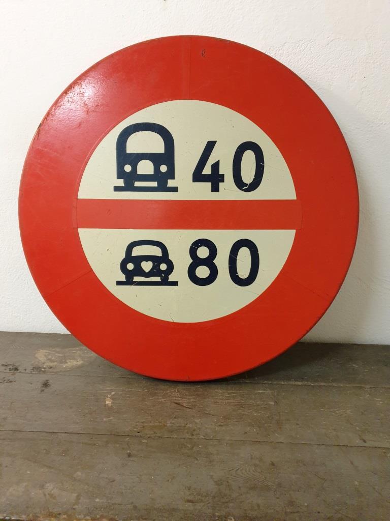 1 panneau limitation vitesses