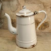1 petite cafetiere emaillee