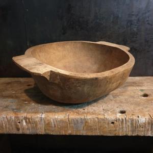 1 petrin primitif en bois sculpte