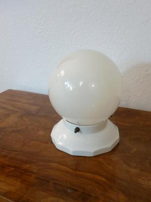 1 plafonnier boule blanche