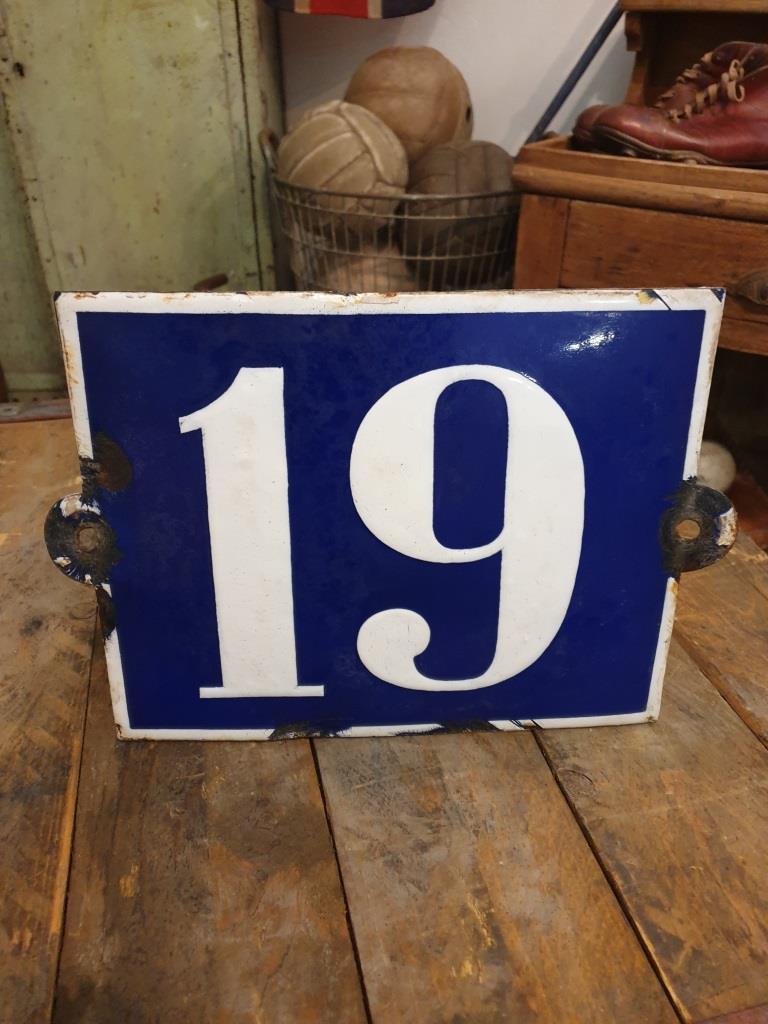 1 plaque de rue emaillee n 19