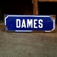 1 plaque emaillee dames