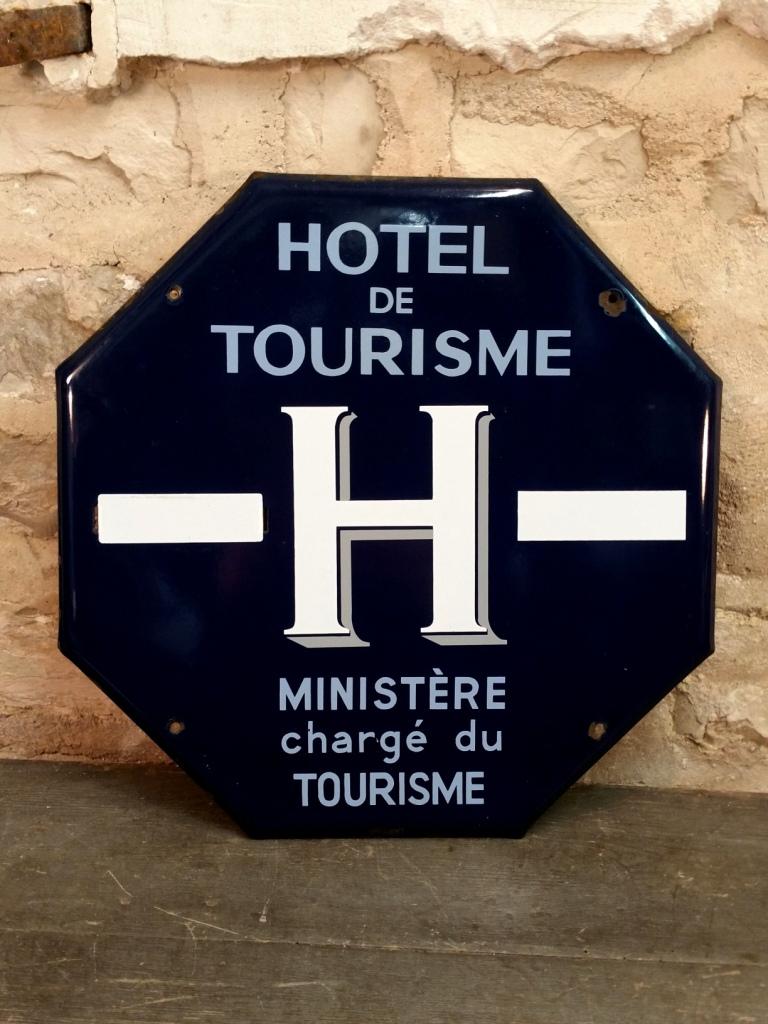 1 plaque hotel de tourisme