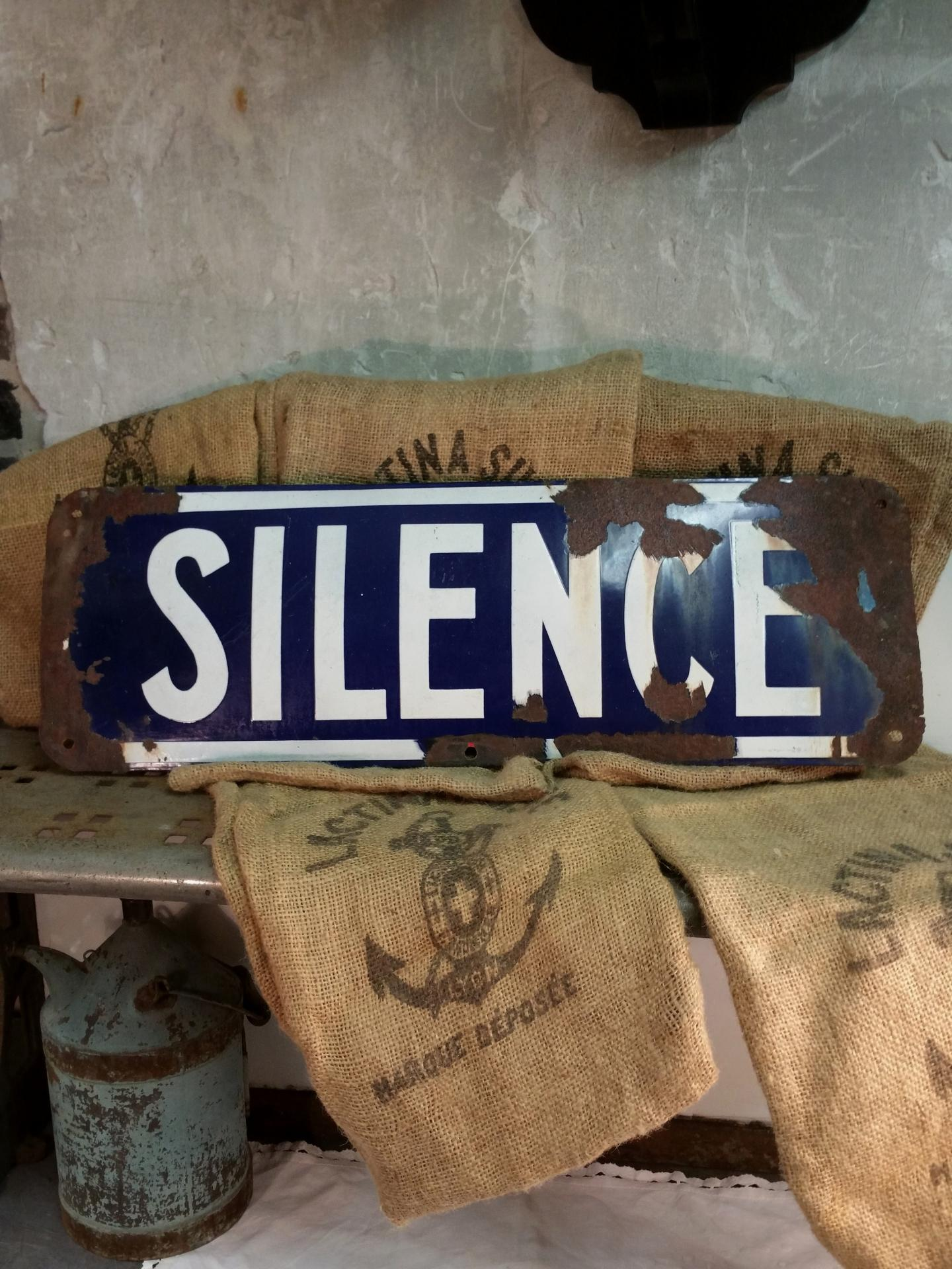 1 plaque silence