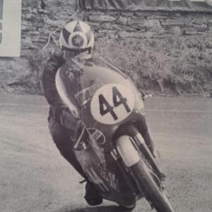 1 poster moto 44