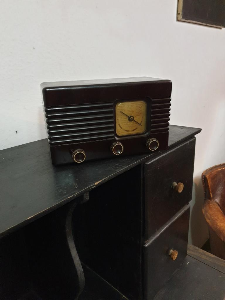 1 radio bakelite