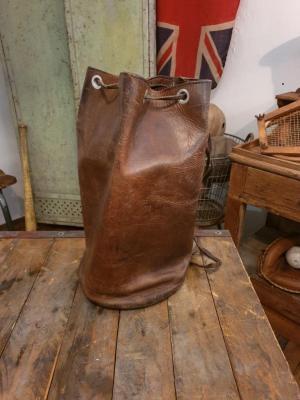 1 sac de sport en cuir