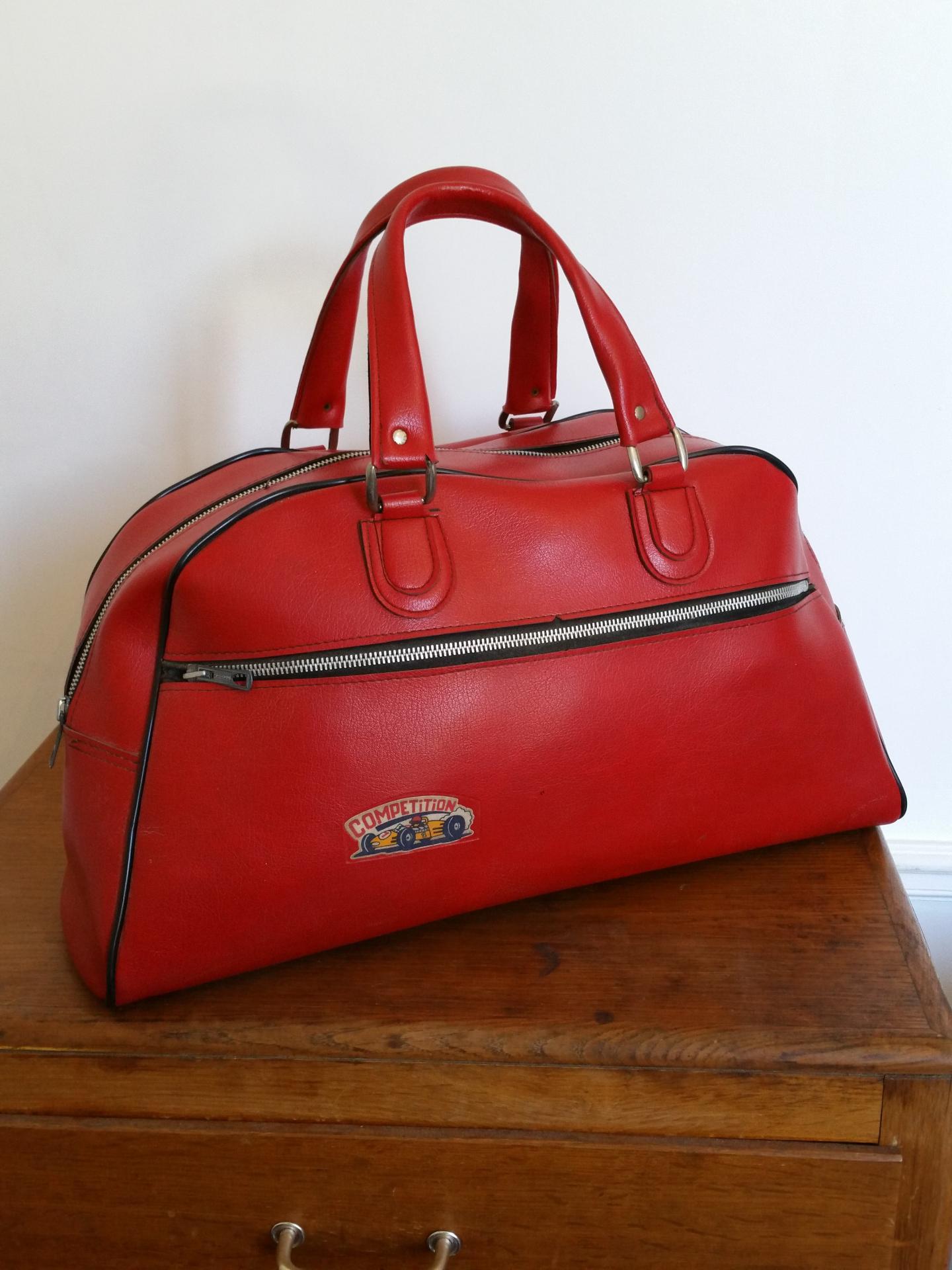 1 sac de sport rouge