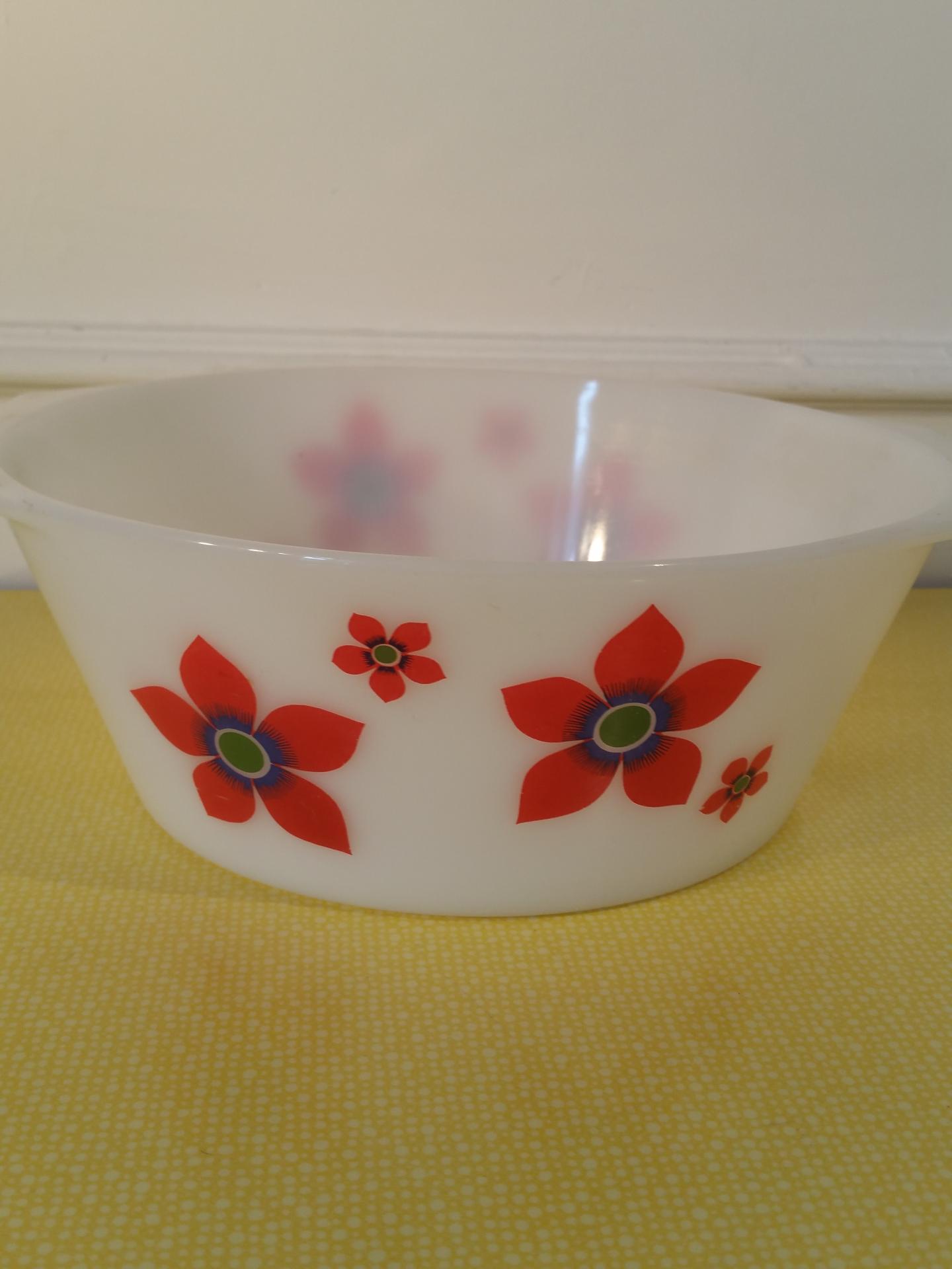1 saladier arcopal fleurs rouges