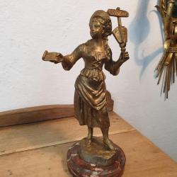 Statue La Chanteuse