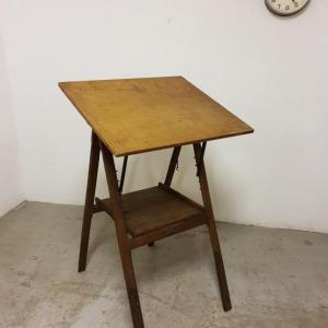 1 table a dessin d architecte