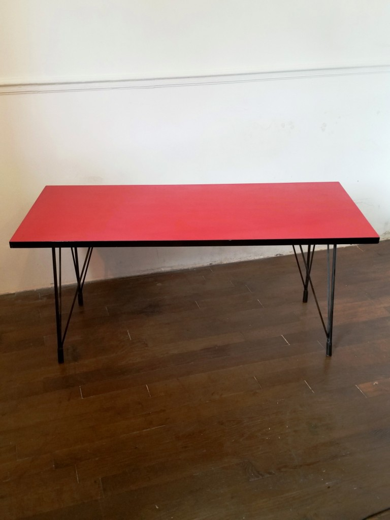 1 table basse formica rouge