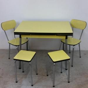 1 table chaises tabourets formica jaune