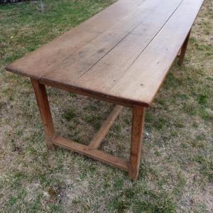 1 table de ferme avec bancs