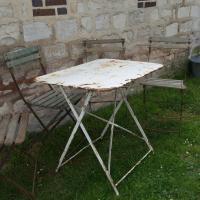 1 table de jardin