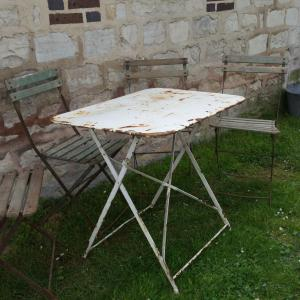 1 table de jardin