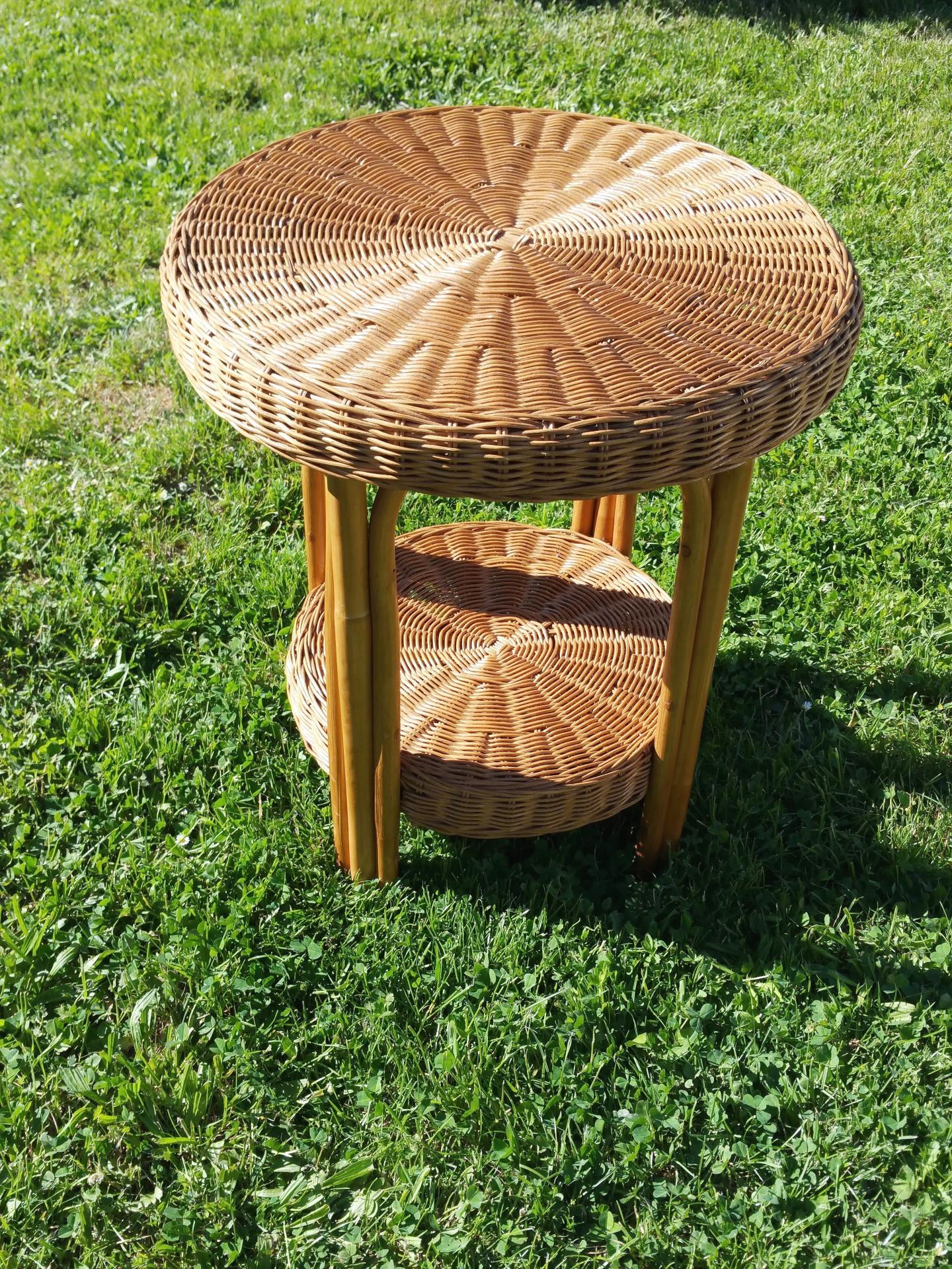 Table vintage en osier table en rotin ann es 60 for Table ronde en osier