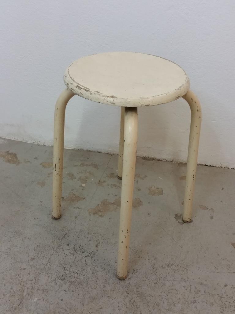 1 tabouret d atelier blanc