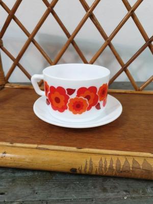 1 tasse et soucoupe lotus rouge