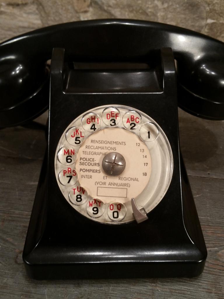 1 telephone noir