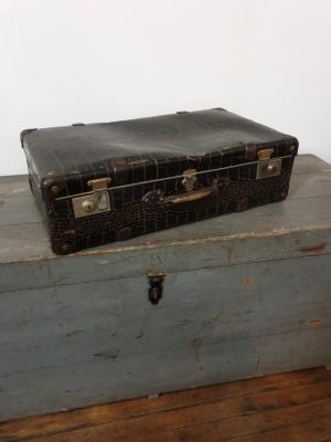 1 valise croco marron