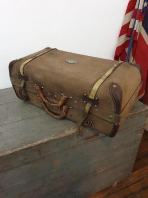 1 valise en toile marron