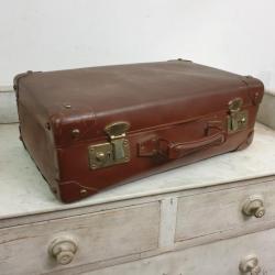 1 valise marron ancienne