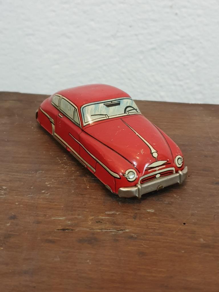 1 voiture en tole rouge 1