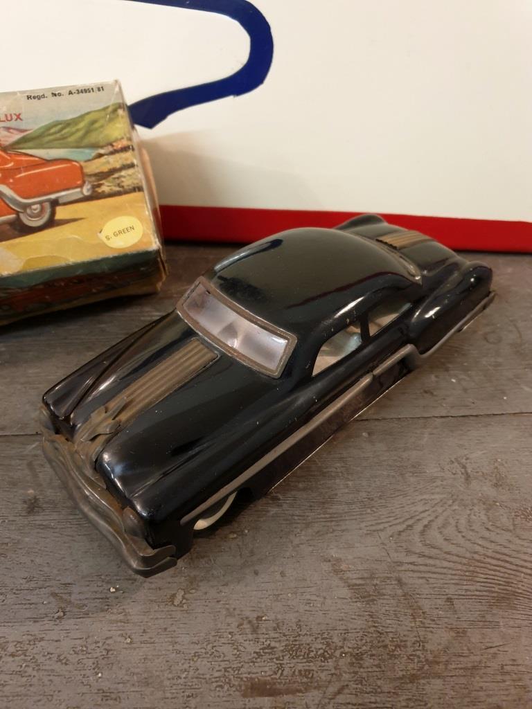 1 voiture pontiac avec sa boite