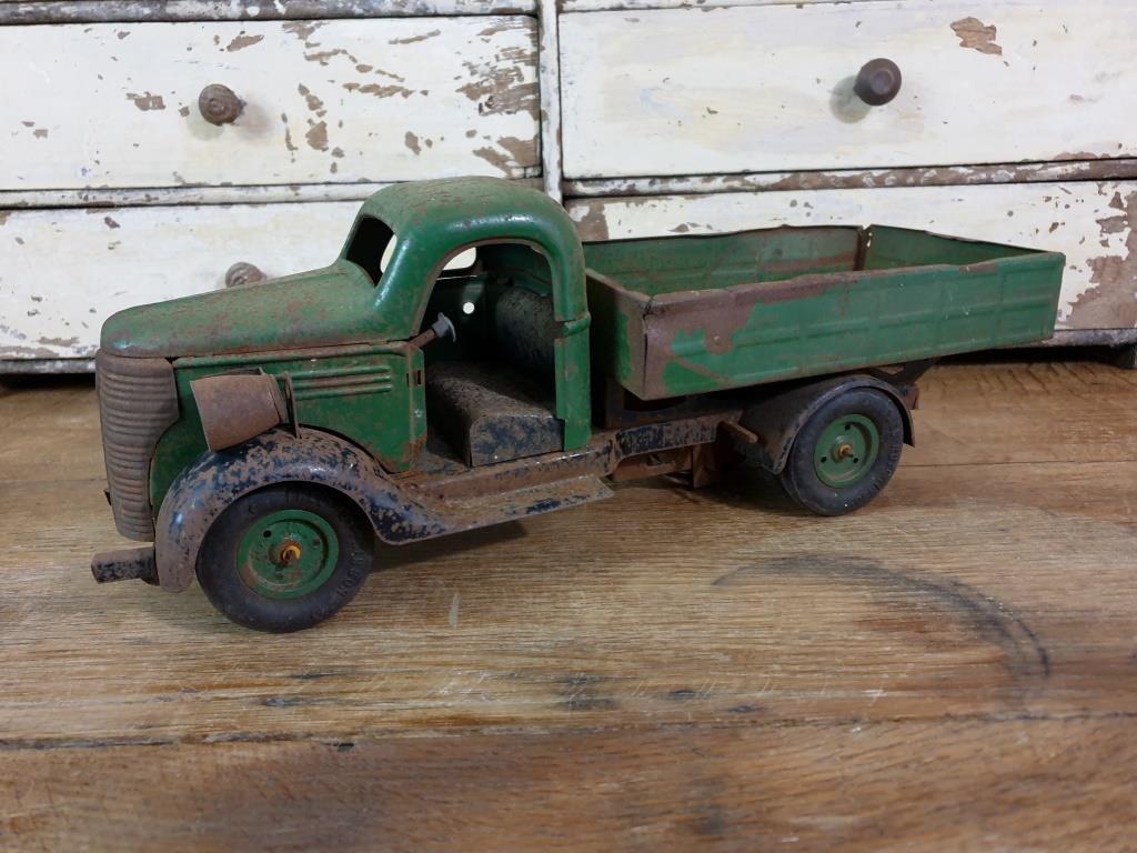 10 camion en tole vert