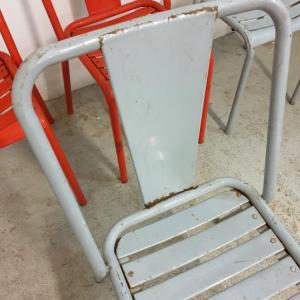 11 table et chaises tolix de bistrot