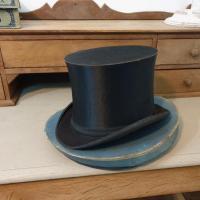 12 chapeau clac