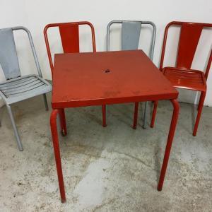 13 table et chaises tolix de bistrot