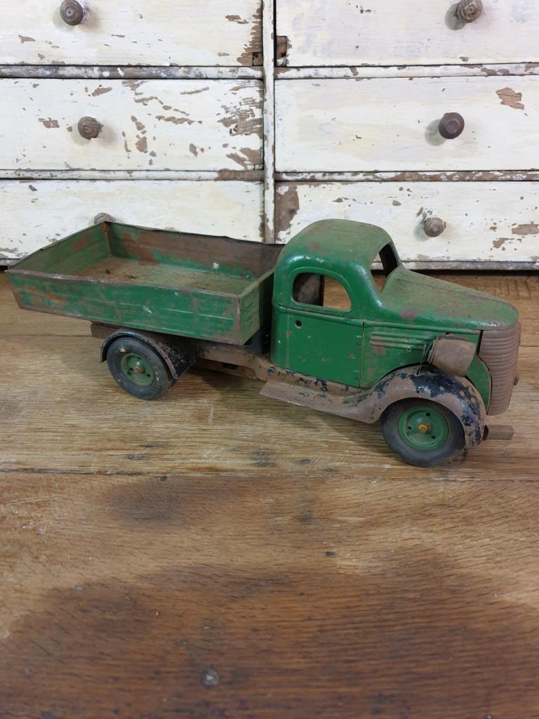 2 camion en tole vert