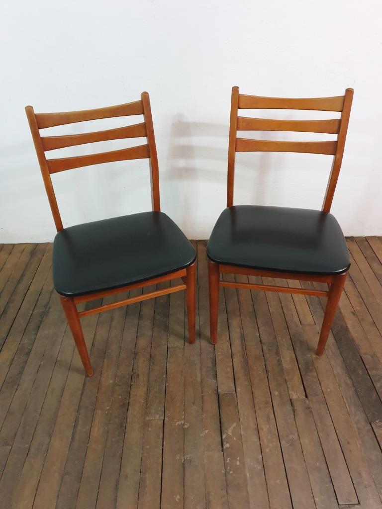 2 chaises scandinaves