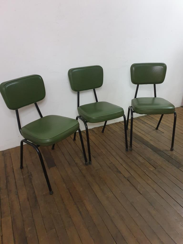 2 chaises vertes vintage
