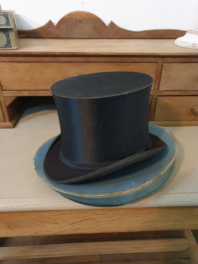 2 chapeau clac