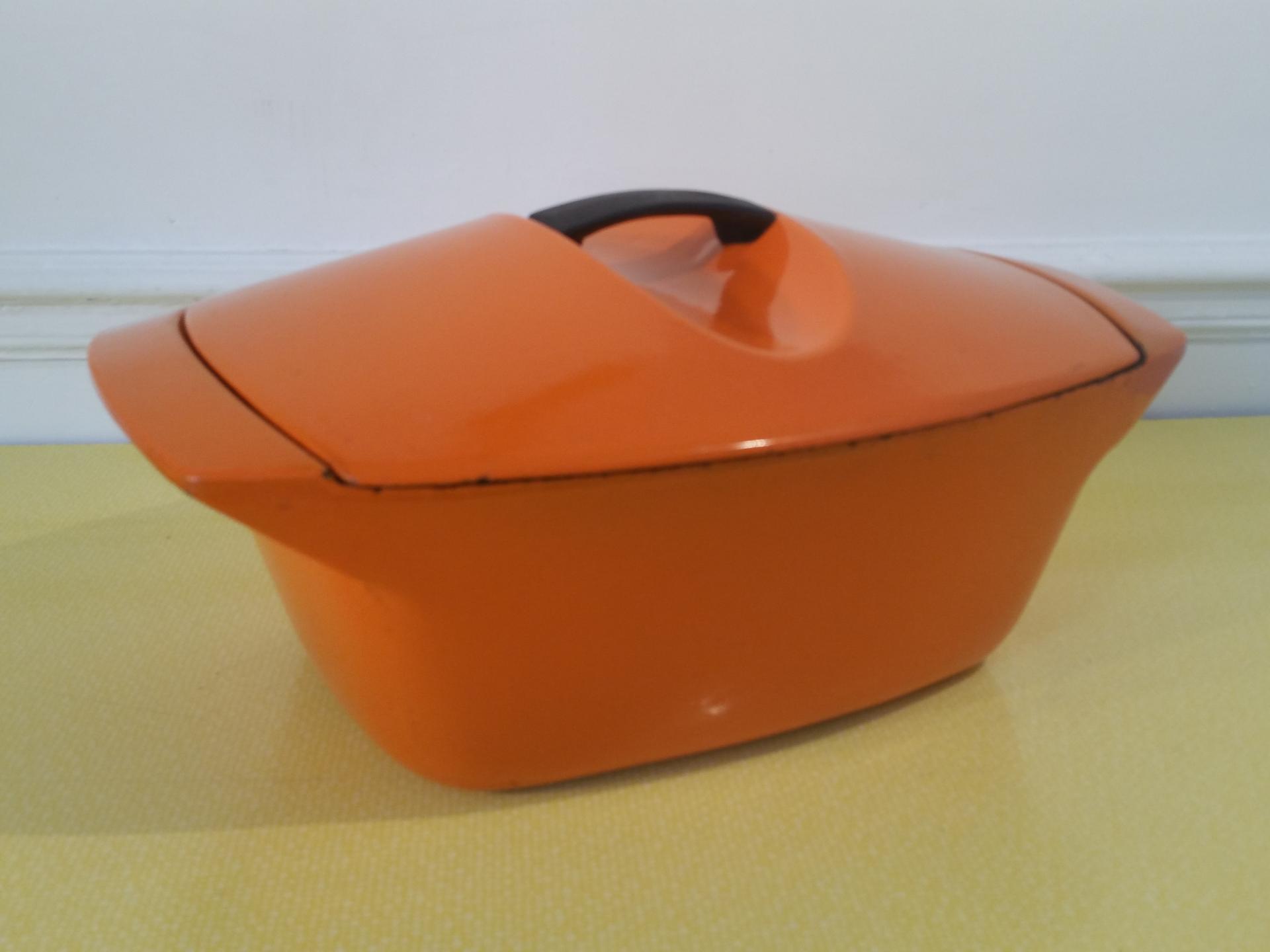 cocotte en fonte vintage lecreuset cocotte orange vintage. Black Bedroom Furniture Sets. Home Design Ideas