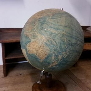 2 globe terrestre forest