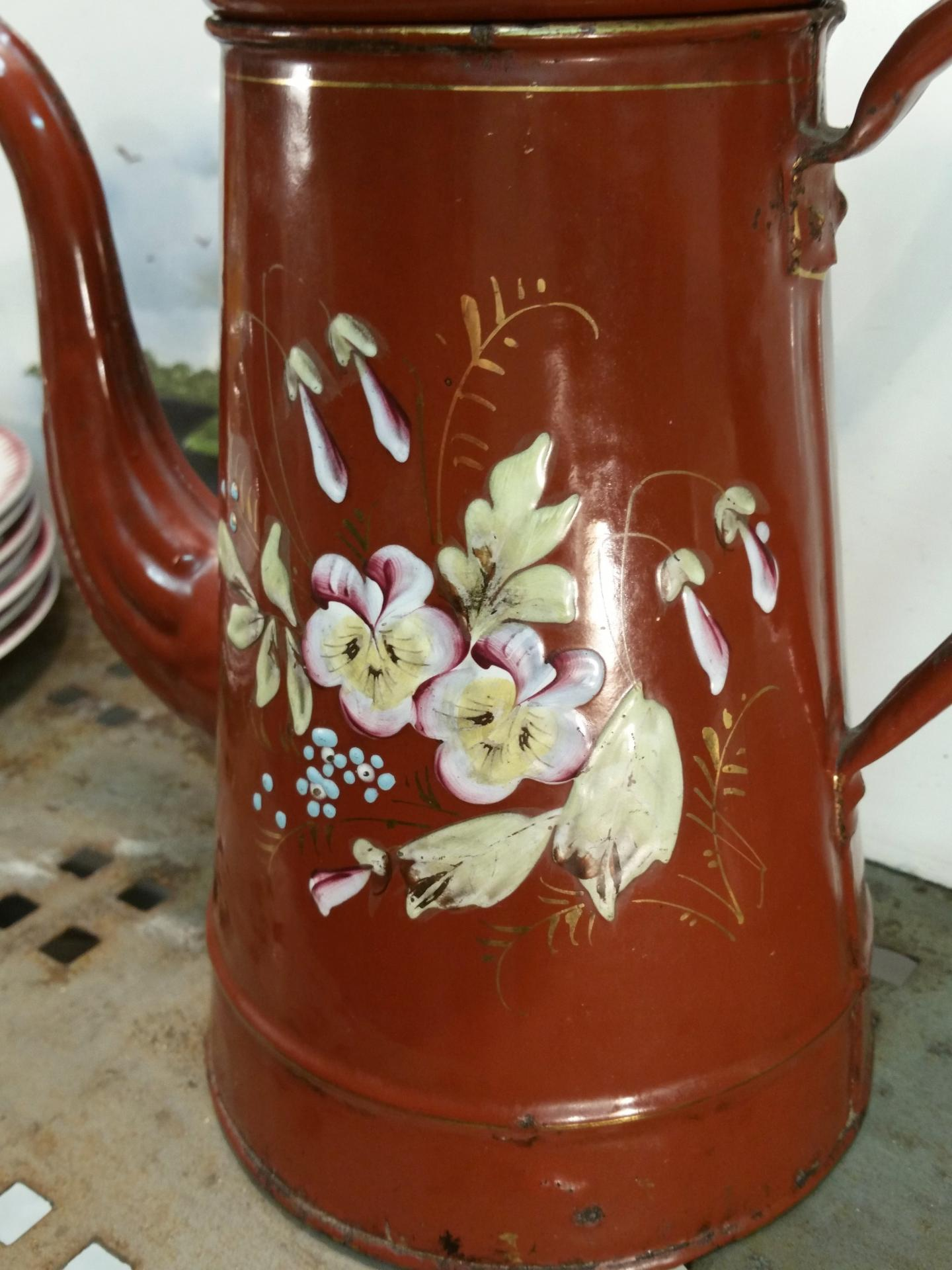 2 grande cafetiere emaillee marron fleurie