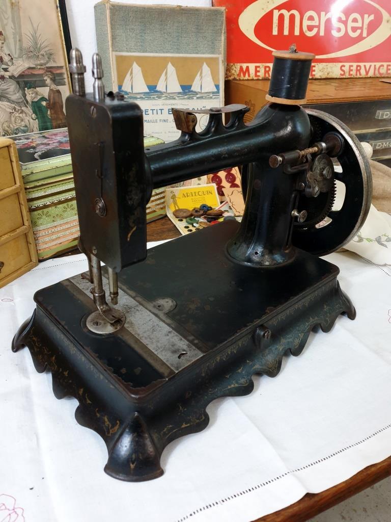 2 machine a coudre ancienne