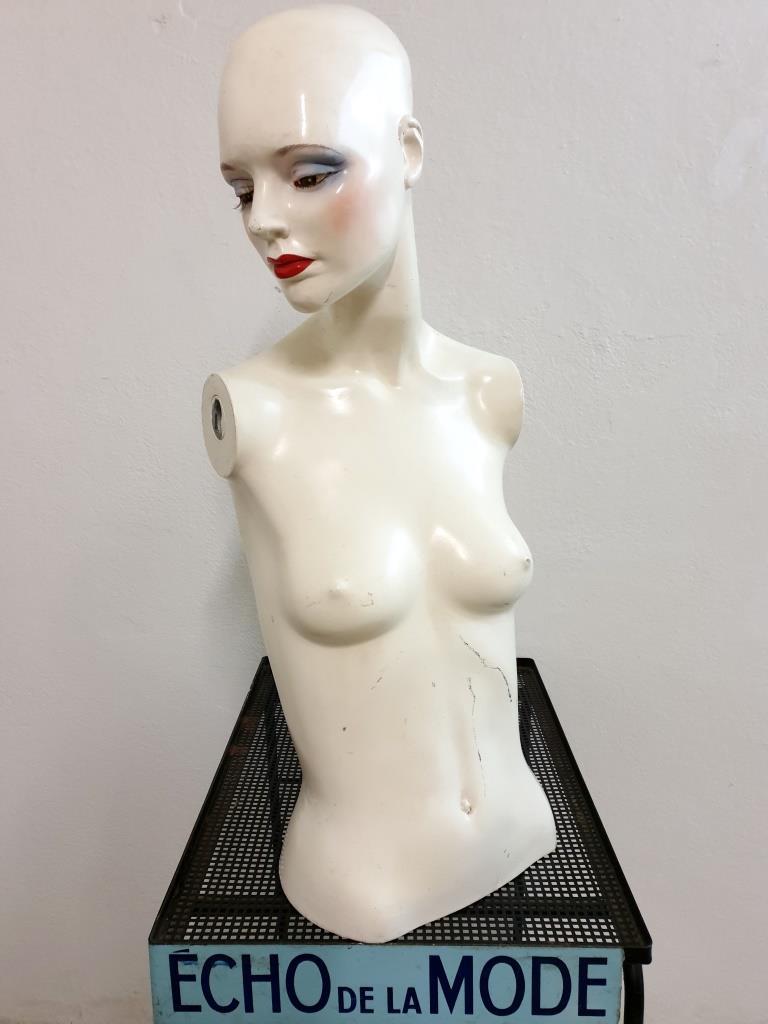 2 mannequin 70