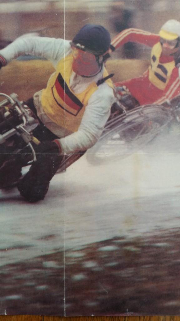 2 poster motos sur la neige