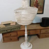 2 presentoir buste blanc 1