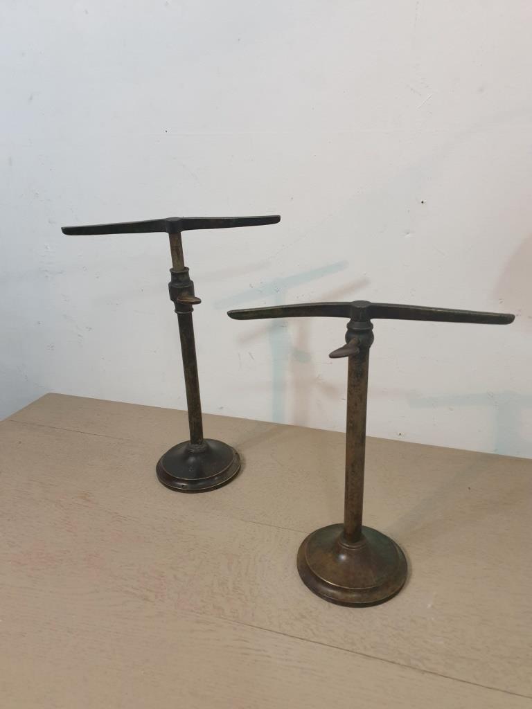 2 presentoirs metalliques