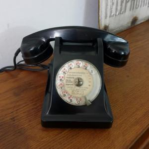 2 telephone noir bakelite 1