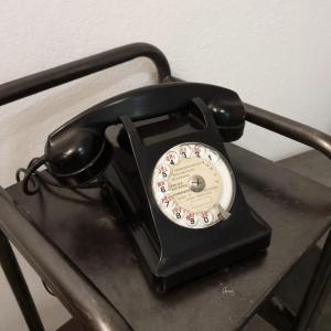 2 telephone noir bakelite